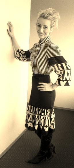 siyah beyaz cizgili elbise